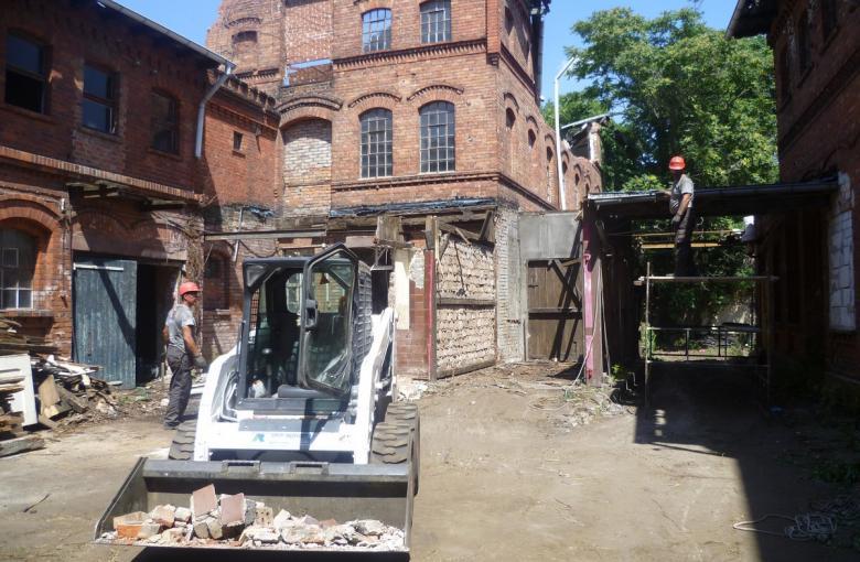 Prace rozbiórkowe w Schoneback (Elbe)